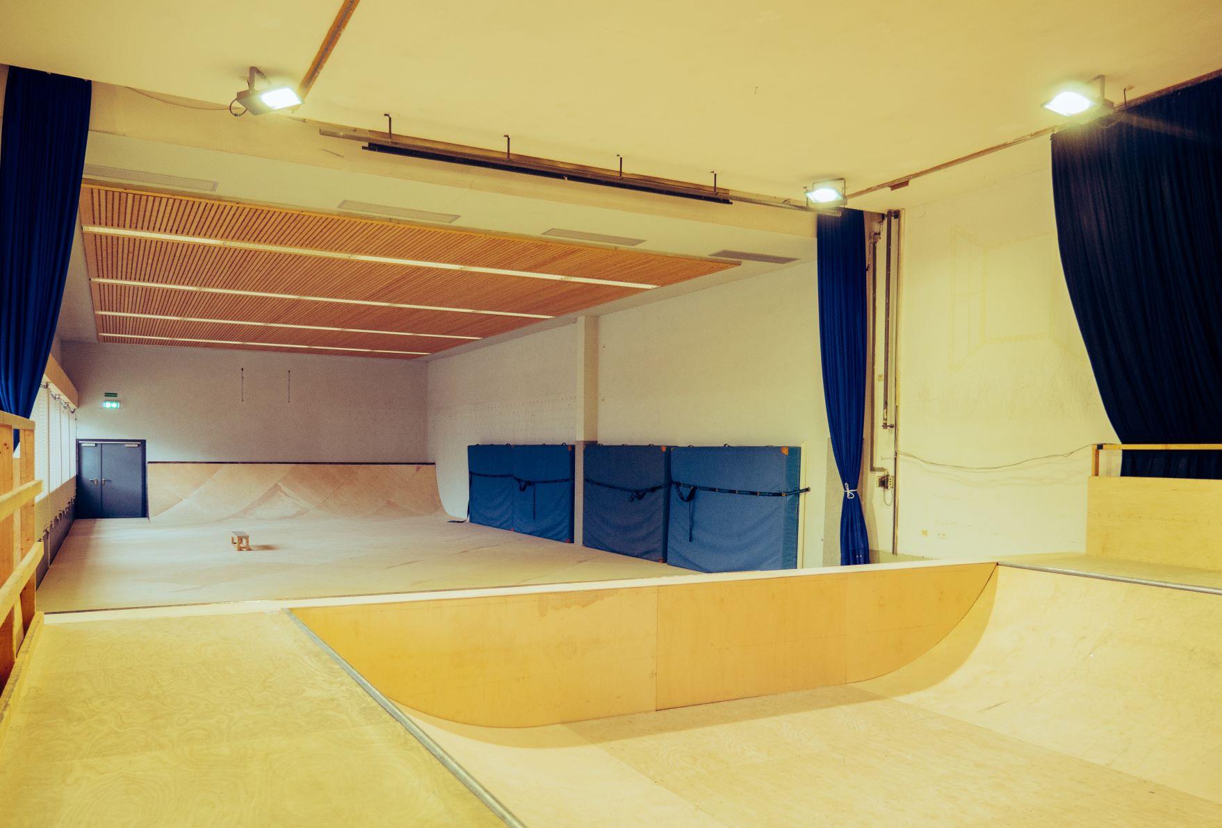 """""""Spatenstich"""" für's Indoor Skating im JuZ!"""
